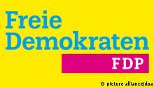 HANDOUT - Ein am 06.01.2015 von der FDP zur Verfügung gestelltes Foto zeigt das neue Parteilogo, das die Liberalen beim traditionellen Dreikönigstreffen in Stuttgart enthüllten. Neben den gewohnten Farben Gelb und Blau umfasst es nun auch Magenta. Foto: FPD/dpa (ACHTUNG: Nur zur redaktionellen Verwendung im Zusammenhang mit der aktuellen Berichterstattung und nur bei Nennung: Foto: FPD/dpa (zu dpa Ein Hauch Purpur - FDP will mit neuem Logo in die Offensive am 06.01.2015) picture alliance/dpa