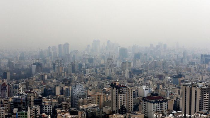 Iran Teheran Stadtansicht (picture alliance/AP Photo/V. Salemi)