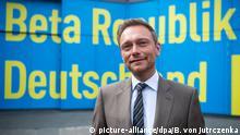 23.4.2016 *** Christian Lindner, FDP-Bundesvorsitzender, steht am 23.04.2016 beim Bundesparteitag der Freien Demokratischen Partei (FDP) in Berlin vor einer Wand mit dem Parteitagsmotto. Rund 660 Delegierte diskutieren beim zweitägigen 67. Ordentlichen Parteitag der Freien Demokraten unter dem Motto Beta Republik Deutschland vor allem über die Digitalisierung der Gesellschaft. Foto: Bernd von Jutrczenka/dpa Copyright: picture-alliance/dpa/B. von Jutrczenka