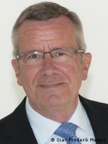 """El Dr. Heinz Mewes, ex director económico del Dresdner Bank Lateinamerika y editor del """"Monitor del mercado financiero de Latinoamérica"""" (Lateinamerika Finanzmarkt-Monitor)."""