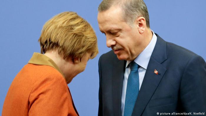 Merkel und Erdogan (picture alliance/dpa/K. Nietfeld)