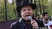 15.04.2016 BERLIN, GERMANY - APRIL 15: Bruno Gert Kramm of the Pirate Party speaks during a rally in front of the Turkish embassy on April 15, 2016 in Berlin, Germany. Protesters have denounced the reactions of the Turkish President to the satire of the German comedian Boehmermann. Jan Boehmermann could now be prosecuted under German law for insulting a foreign head of state. (Photo by Carsten Koall/Getty Images) Copyright: Getty Images/C. Koal