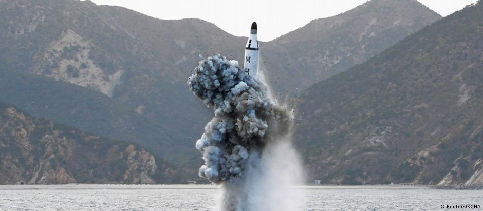 Foto divulgada pela agência oficial norte-coreana KCNA mostraria disparo do míssil