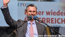 22.04.2016 epa05272557 Right-wing Austrian Freedom Party (FPOe) presidential candidate Norbert Hofer speaks during Hofer's final election campaign rally at Stephansplatz in Vienna, Austria, on 22 April 2016. The Austrian presidential elections will take place on 24 April 2016. EPA/CHRISTIAN BRUNA EPA/CHRISTIAN BRUNA +++(c) dpa - Bildfunk+++ picture alliance/dpa/C. Bruna