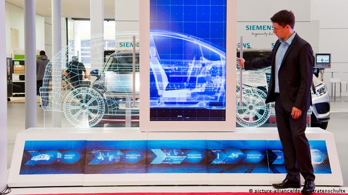 Hannover Messe Siemens (picture-alliance/dpa/J. Stratenschulte)