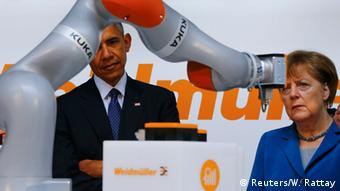 25 апредя 2016 года Ангела Меркель и Барак Обама посещают стенд Kuka на Ганноверской ярмарке