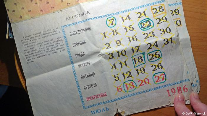 A Cyrillic calendar page from 1986 marked in yellow and blue