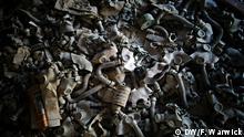 Gas masks lay strewn on the floor, Pripyat Copyright: Filip Warwick (Copyright: F Warwick/DW) aus Tchernobyl zum Jahrestag. Alle Bilder aus der Tschernobyl und Umgebung 2016