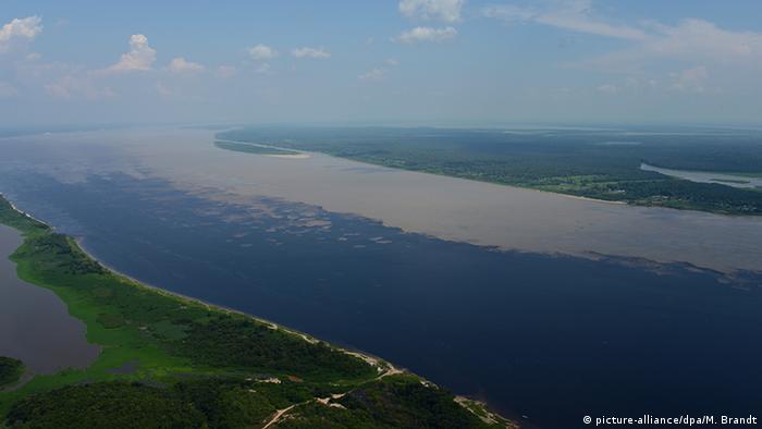Brasilien Zusammenfluss Rio Negro und Solimoes zum Amazonas (Foto: picture-alliance/dpa/M. Brandt)