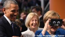 April 25, 2016 HANOVER, GERMANY - APRIL 25: U.S. President Barack Obama (L) and German Chancellor Angela Merkel visit the ifm electronics stand at hall 9 at the Hannover Messe industrial trade fair on April 25, 2016 in Hanover, Germany. This is likely to be Obama's last trip to Germany as U.S. president. The Hannover Messe is the world's largest industrial trade fair. (Photo by Alexander Koerner/Getty Images) (c)Getty Images/AFP/A. Körner