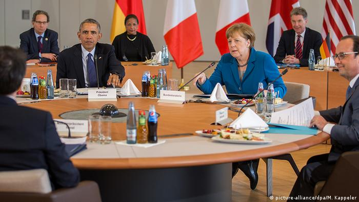 Merkel, Obama, Hollande, Cameron and Renzi at a table during a meeting