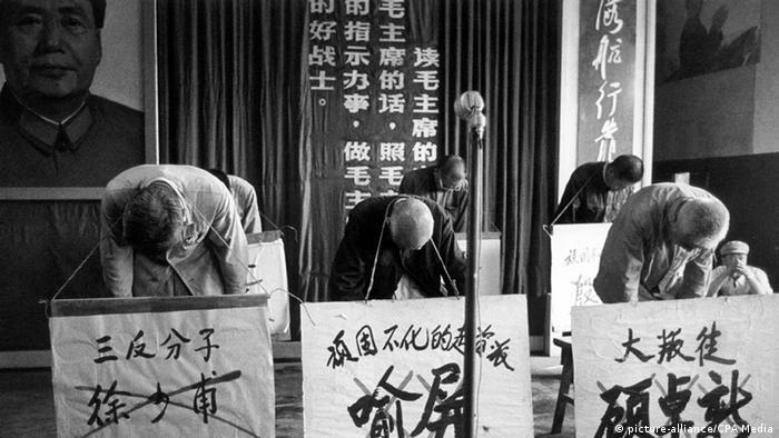 China Szene der Kulurrevolution Angeklagte Schuldige