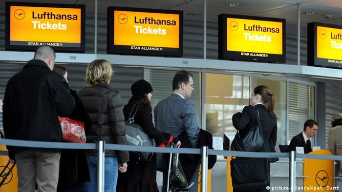 Пасажири в аеропорту Мюнхена