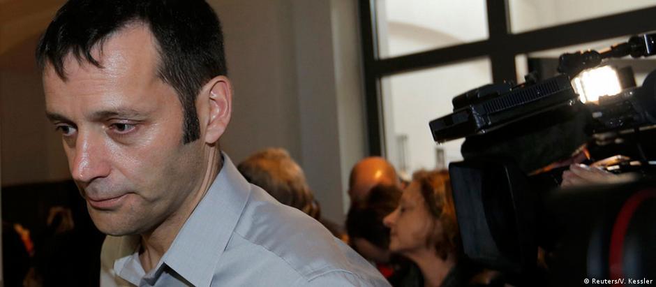 "Jornalista francês, Edouard Perrin, apresenta-se ao tribunal de Luxemburgo para o julgamento do caso ""Luxleaks"""