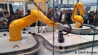 Hannover Messe - Kollaborierende Roboter am SAP-Stand