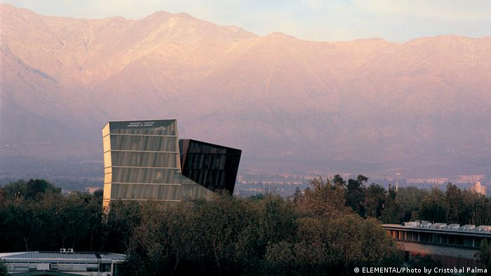 Alejandro Aravena's Siamese Towers in Santiago de Chile, copyright: ELEMENTAL/photo by Cristobal Palma)