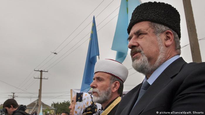 Голова Меджлісу кримськотатрського народу Рефат Чубаров (на передньому плані, фото з архіву)