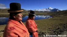 Bolivien Bergsteigerinnen in traditioneller Kleidung