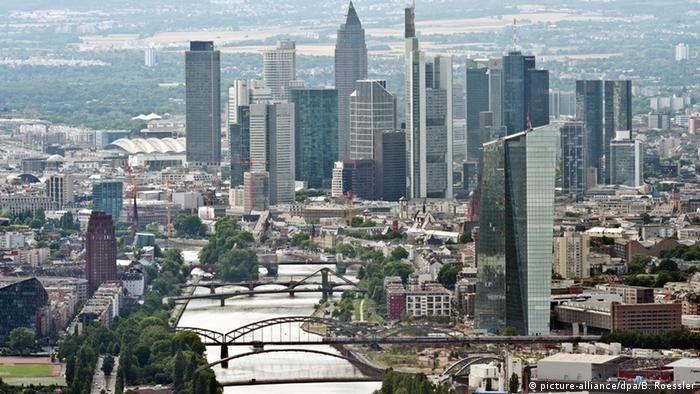 Frankfurt Skyline (picture-alliance/dpa/B. Roessler)