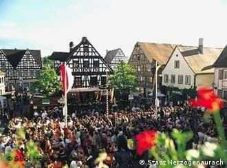 Herzogenaurachers like to celebrate in their historic market square