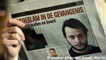 12 avril 2016 ©PHOTOPQR/L'EST REPUBLICAIN ; 27/04 Le parquet fédéral belge a annoncé que le seul survivant du commando djihadiste qui a commis les attentats de Paris et Saint-Denis en novembre avait été extradé mercredi matin. ARCHIVES Paris terro attack Salah Abdeslam is now in France FILES TERRORISME - ATTAQUES DE PARIS ET DE BRUXELLES - ETAT ISLMAIQUE - EI - DAESH - ABDESLAM. Luxembourg 12 avril 2016. Une personne lit, à l'aéroport, le journal belge flamand Het Nieuwsblad où se traouve à la Une et en page intérieure une photographie récente du terroriste présumé Salah ABDESLAM. PHOTO Alexandre MARCHI. (c) picture-alliance/maxpp/A. Marchi