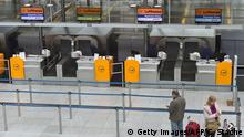 27.04.2016 Passengers wait in front of empty Lufthansa counters at the Franz-Josef-Strauss-airport in Munich, southern Germany, on April 27, 2016. Walkouts by members of Germany's biggest services sector union, Verdi, led to the cancellation of more than 1,200 flights into and out of the country's main airports, with flag carrier Lufthansa among the hardest hit. / AFP / CHRISTOF STACHE (c) Getty Images/AFP/C. Stache