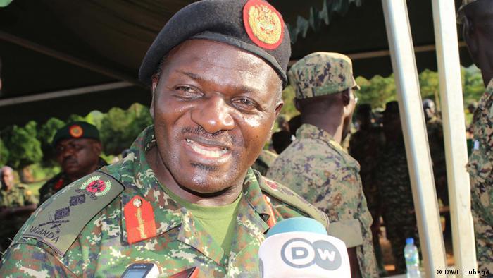 Uganda EU AMISOM Friedenstruppe General Katumba Wamala (DW/E. Lubega)