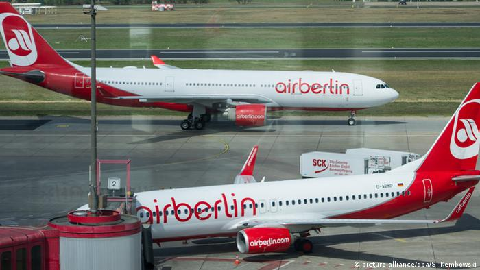 Air Berlin planes (picture-alliance/dpa/S. Kembowski)
