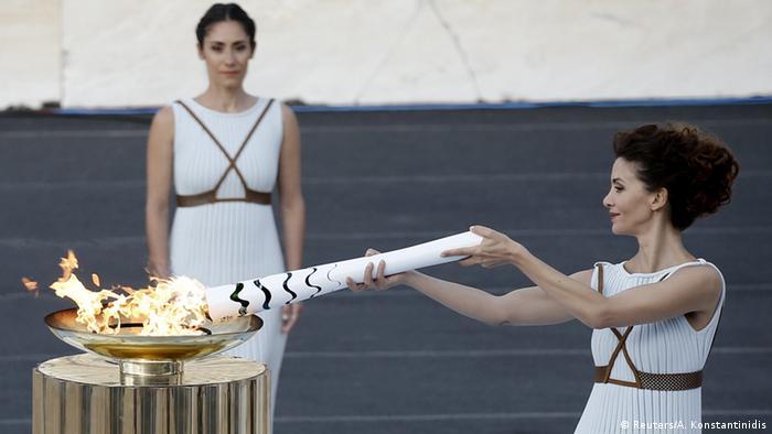 Cerimônia em Atenas marcou a entrega da tocha olímpica para autoridades brasileiras