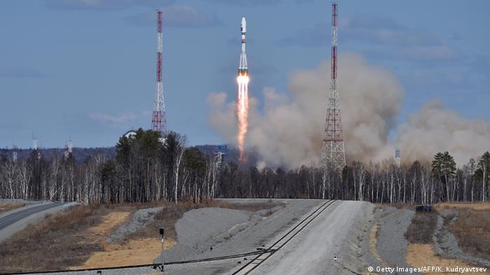 Russland Wostotschny Kosmodrom Transport Rakete zur Startrampe