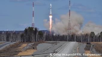 Kasachstan Baikonur Kosmodrom Transport Rakete zur Startrampe