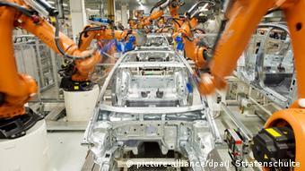 Полностью автоматизированная сборка автомобилей на заводе Volkswagen в Вольфсбурге
