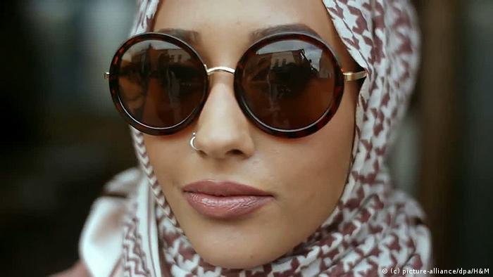 modelo da H&M vestindo hijab