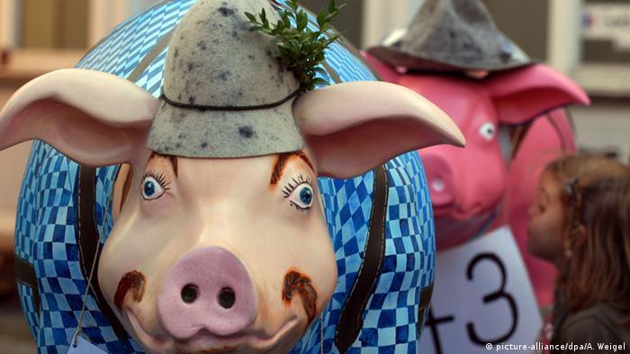 Скульптуры свиней в Баварии