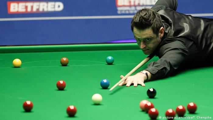 Ronnie O'Sullivan at the table in the 2016 world championships.