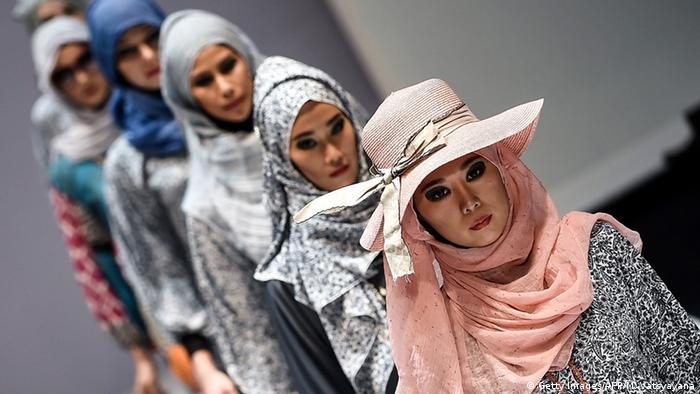 Fashion show for Muslim women, Copyright: Getty Images/AFP/M. Vatsyanana