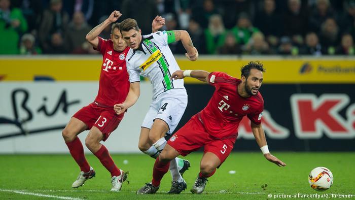 Spielszene Borussia Mönchengladbach gegen FC Bayern München (Foto: picture-alliance/dpa/G. Kirchner)