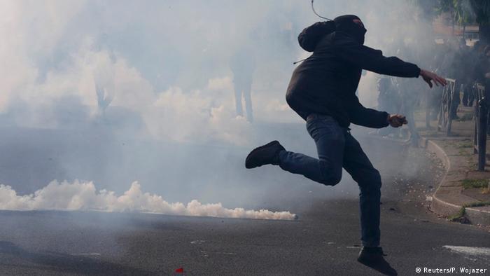 Franceses protestam contra reforma trabalhista