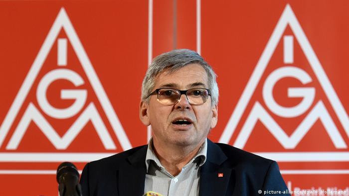Joerg Hofmann przewodniczący związku zawodowego IG Metall, by uratować zatrudnienie w Niemczech, proponuje wprowadzenie czterodniowego tygodnia pracy