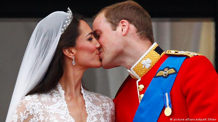 Prinz William und Kate Middleton Herzogin, Hochzeits-Kuss (Foto: picture-alliance/dpa/K.Okten)