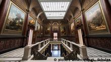 Nobel: Kunst und der Blick hinab, in die Eingangshalle