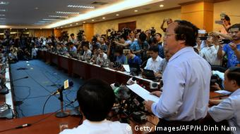 Pressekonferenz mit Vize-Umweltminister Vo Tuan Nhan in Hanoi am 27.04.2016 (Foto: Getty Images/AFP/H.Dinh Nam)