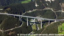 Europabruecke mit Brenner Bundesstrasse , Oesterreich | Europabruecke and Brenner federal highway, Austria Copyright: picture alliance/blickwinkel/Luftbild Bertram