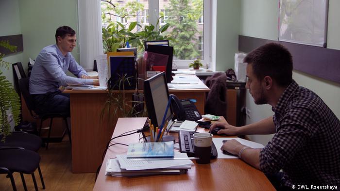 Координаторы ProZorro в министерстве экономического развития и торговли Украины, следят чтобы система функционировала без сбоев
