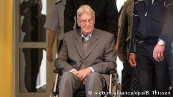Malo je još živih iz generacije počinitelja. Ovo je jedan od njih, Reinhold Hanning, koji pred sudom odgovara za suučesništvo u najmanje 170.000 ubojstava