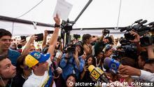 """El anuncio de D'amelio se conoció en momentos en que el dirigente opositor Henrique Capriles aseguraba que entre el miércoles y jueves se recabaron """"más de 2,5 millones de firmas"""" en apoyo a que el CNE inicie el proceso hacia ese referendo."""