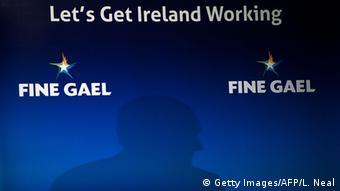 To Fine Gael του πρωθυπουργού Έντα Κένι νίκησε τις εκλογές του Φεβρουαρίου, χωρίς ωστόσο να εξασφαλίσει πλειοψηφία για κυβέρνηση
