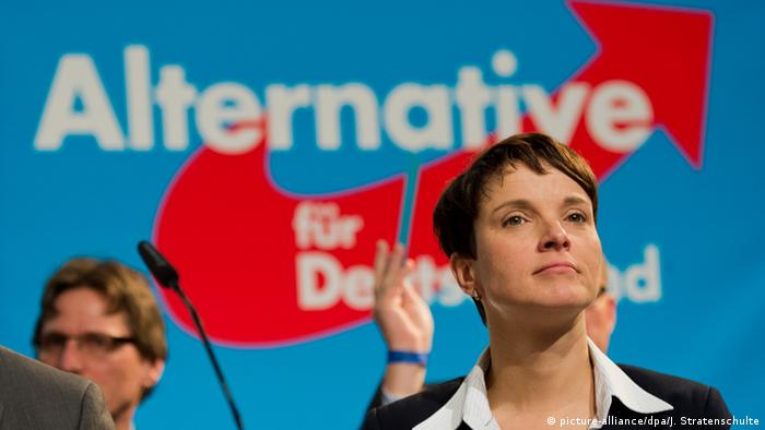 Stuttgart AfD-Bundesparteitag Frauke Petry (picture-alliance/dpa/J. Stratenschulte)