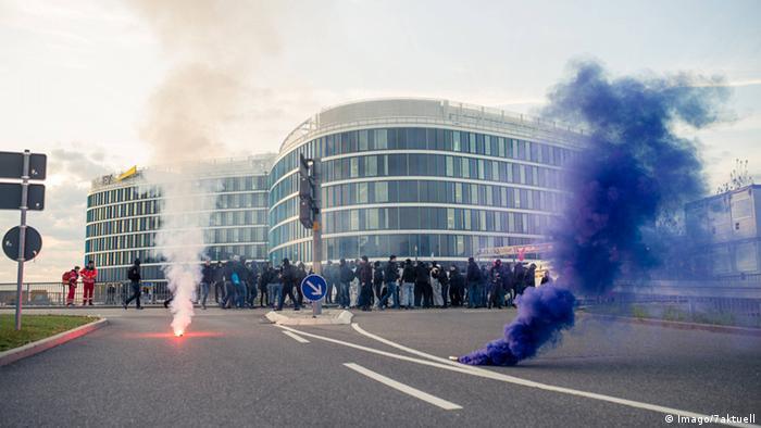 Deutschland AfD Bundesparteitag in Stuttgart Proteste