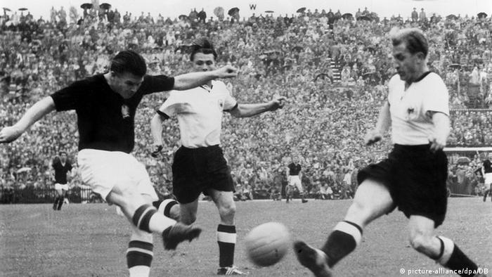 Фрагмент финального матча чемпионата мира по футболу 1954 года.